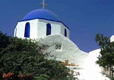 A beautiful Greek church in the center of Paroikia